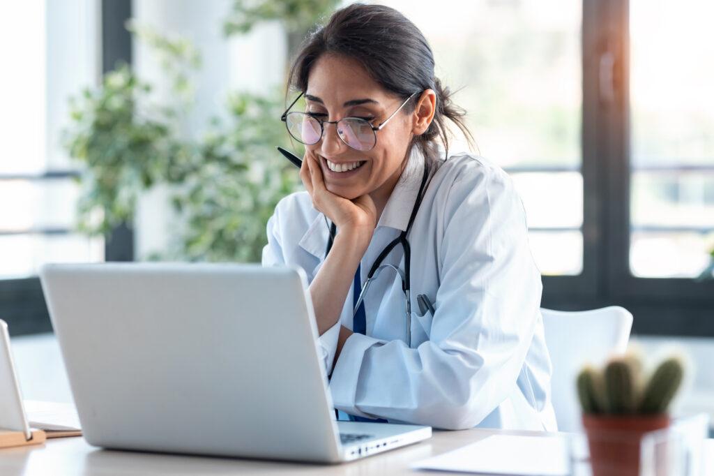 Médico estudiando para EUNACOM