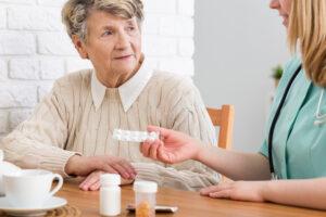 Cuidado adulto mayor empleo médico Santiago Chile